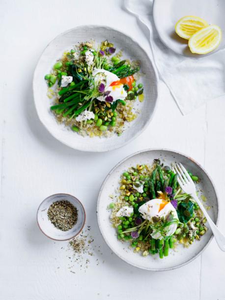 green quinoa breakfast bowl